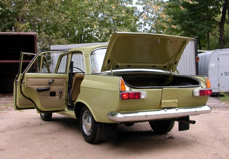 Moskvich-412 rear view