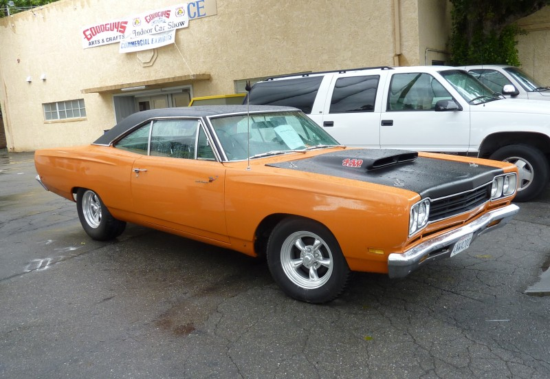 Plymouth Road Runner car picture