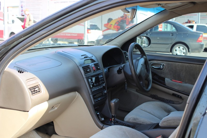 Nissan Cefiro A32 cabin photo