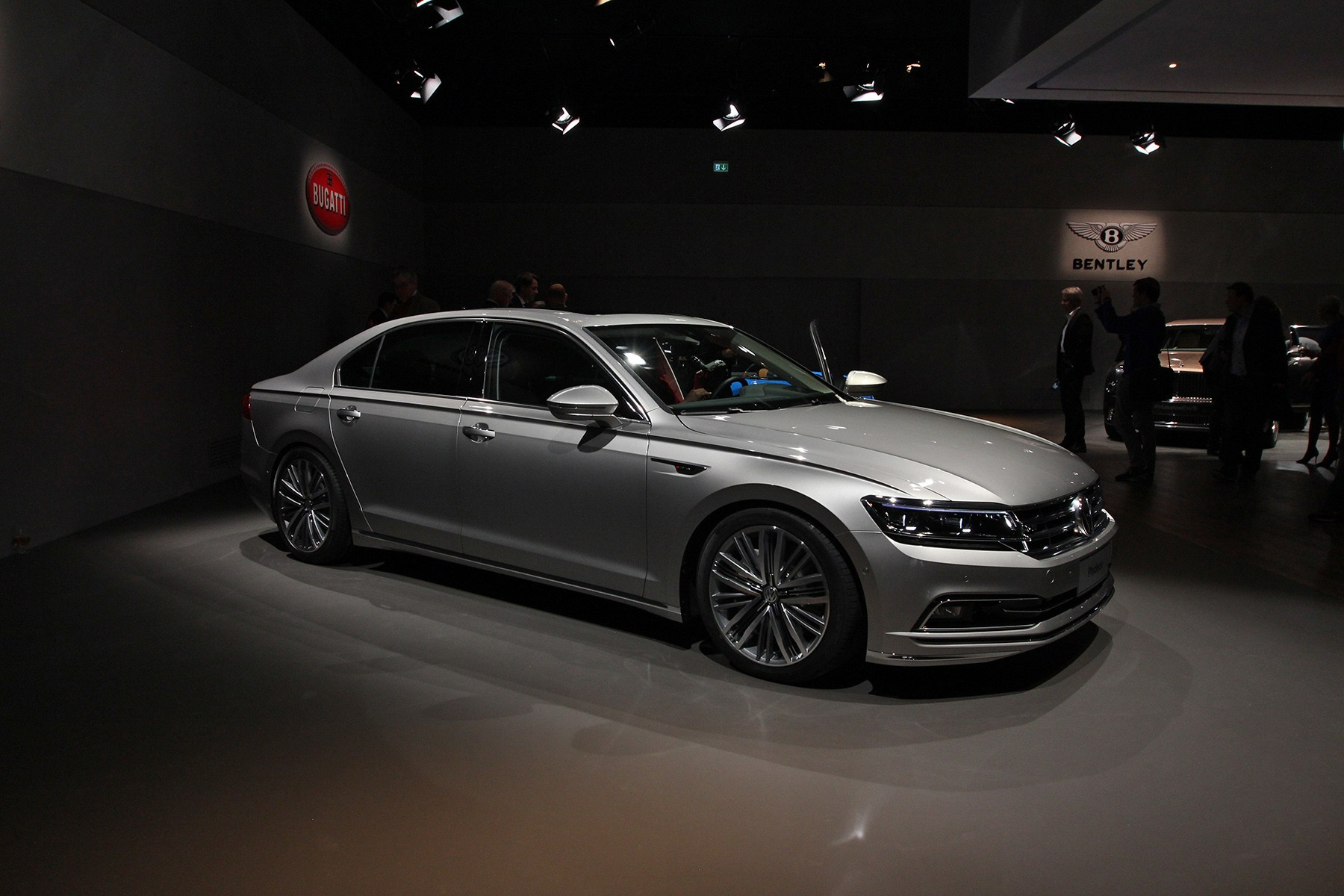 Volkswagen Phideon photo