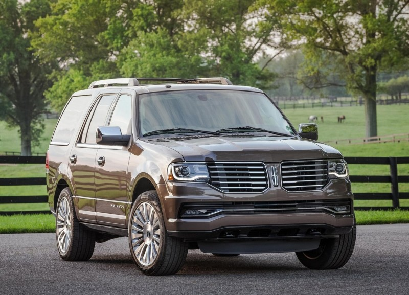 Front view Lincoln Navigator 4