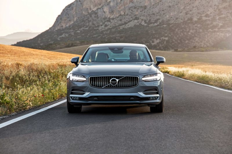 Front view of Volvo S90