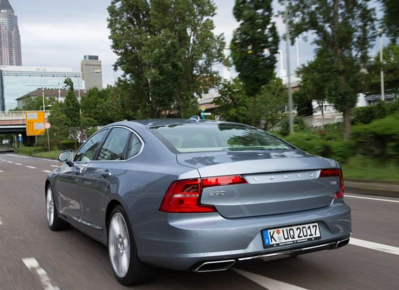 Rear view of Volvo S90