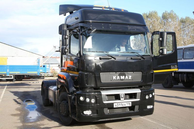 Front view KamAZ-5490