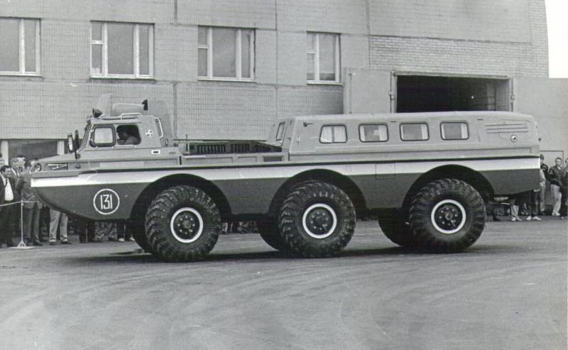 Side view of ZIL-4906