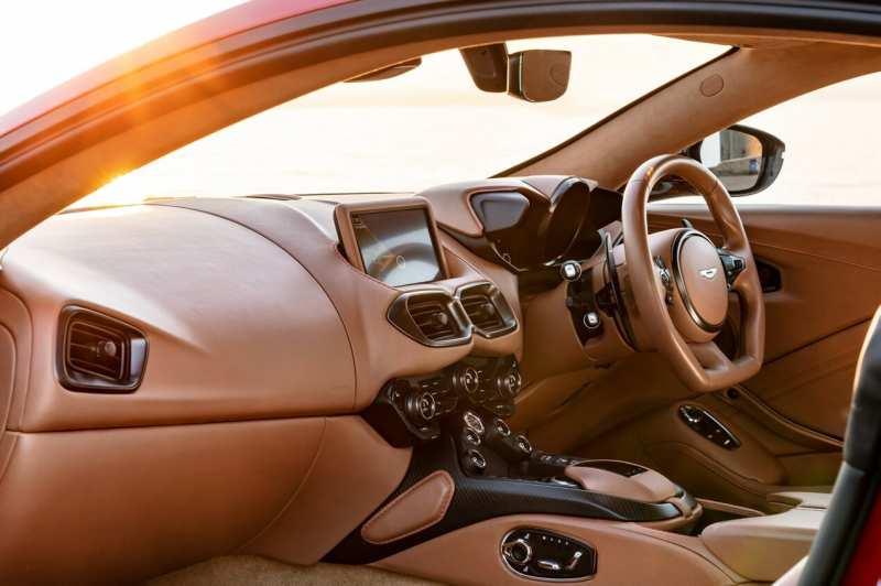Aston Martin Vantage photo salon