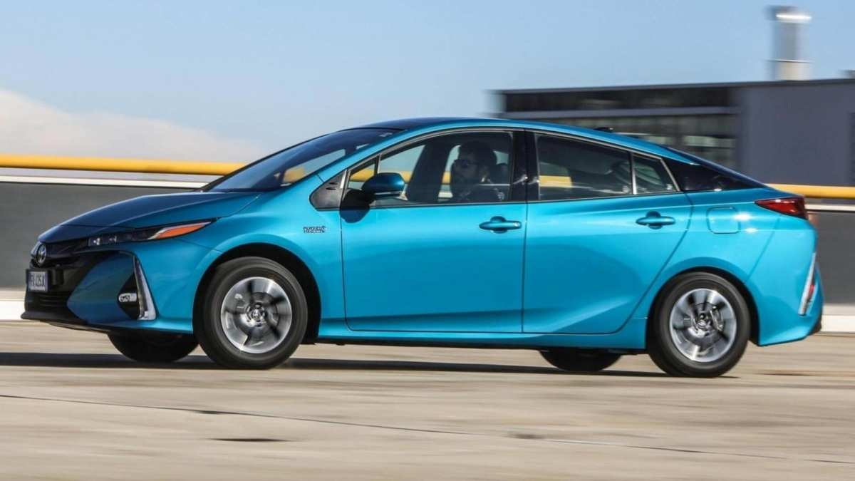 Toyota Prius Plug-in photo