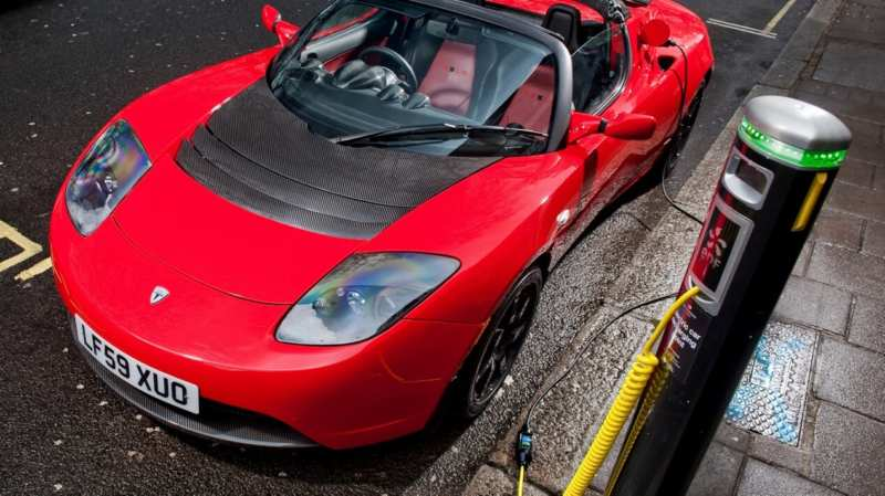 Tesla Roadster charging