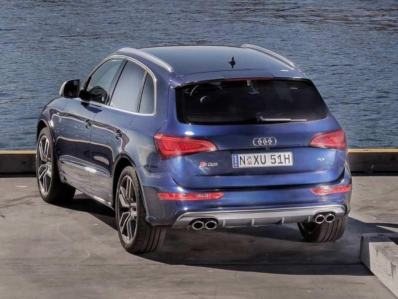 Audi SQ5 rear view