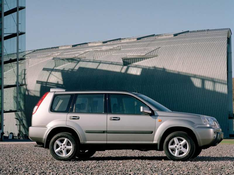 Nissan X-Trail (T30) side view