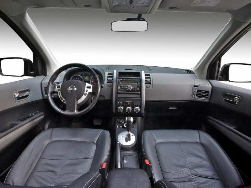 Interior of Nissan X-Trail (T31)