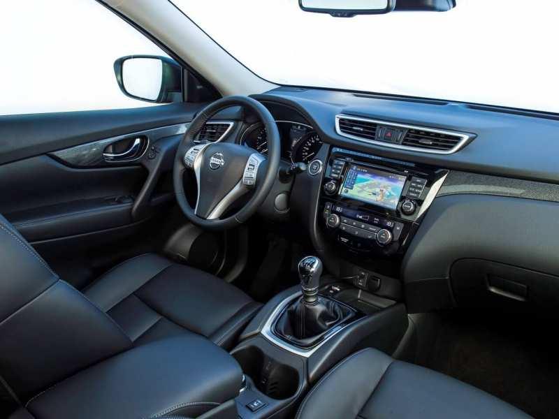 Nissan X-Trail (T32) interior