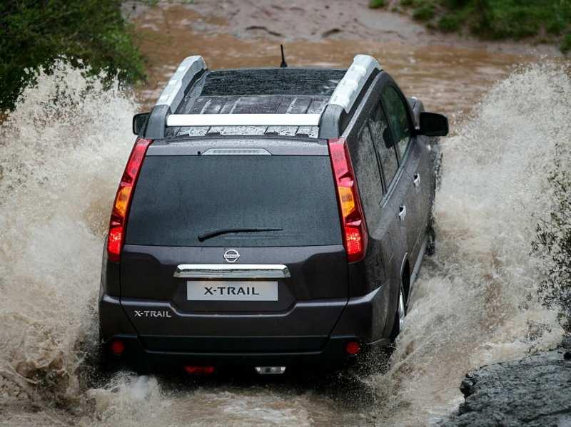 rear view Nissan X-Trail (T31)