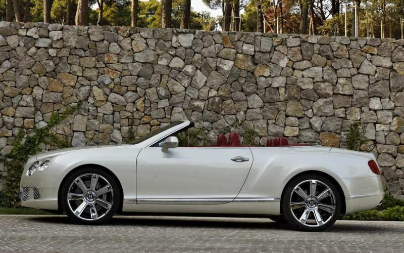 Bentley Continental GTS side view