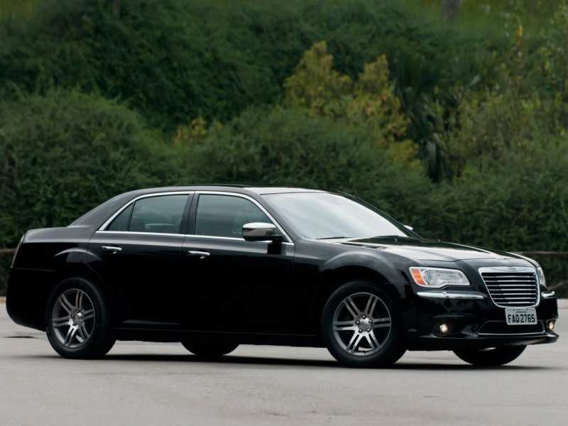 Side view of Chrysler 300C