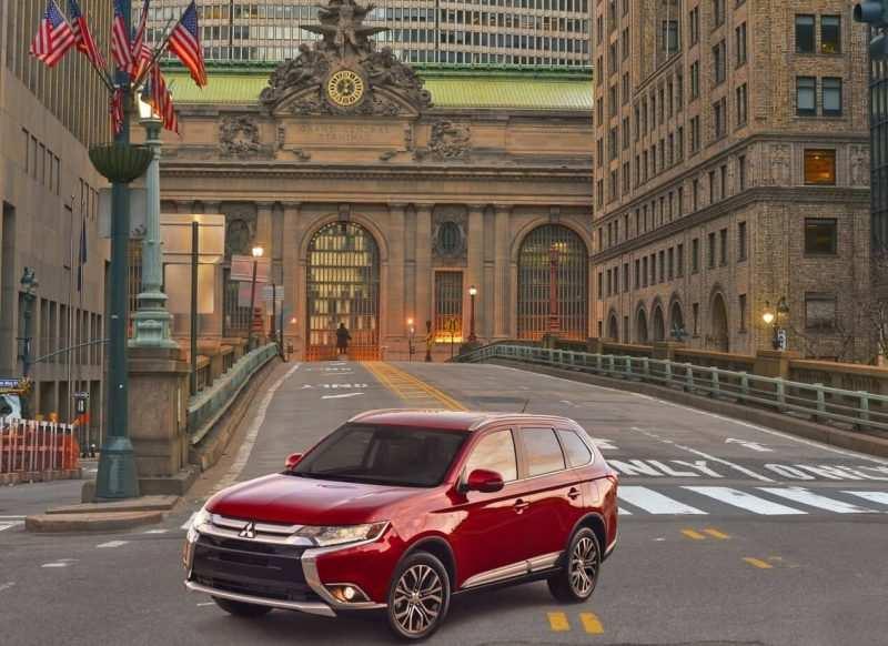 Auto Mitsubishi Outlander 2016
