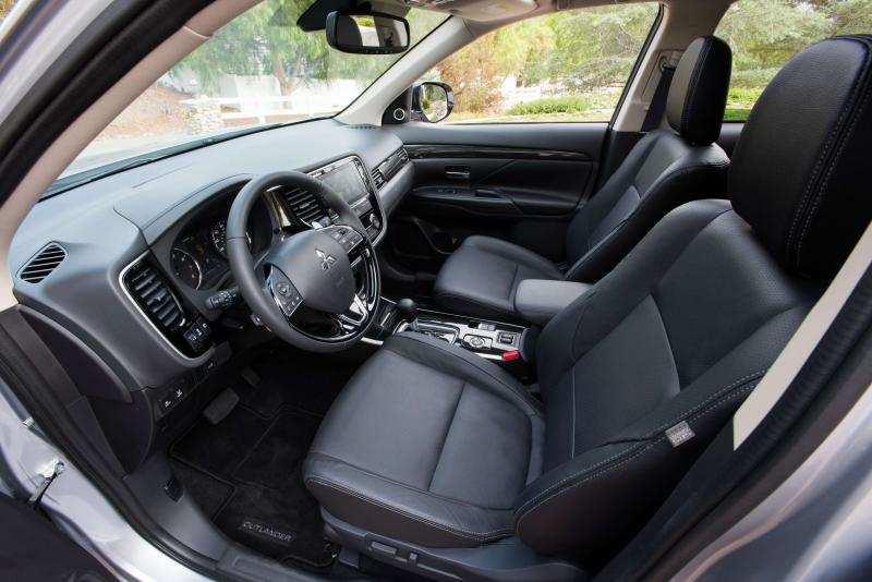 Interior of Mitsubishi Outlander 3