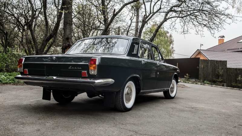GAZ-24 rear view