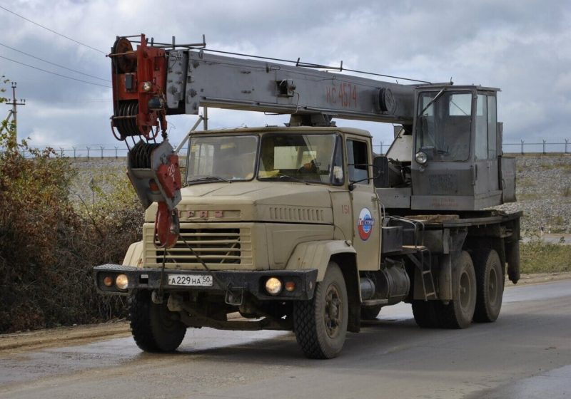 KrAZ-6510 truck crane