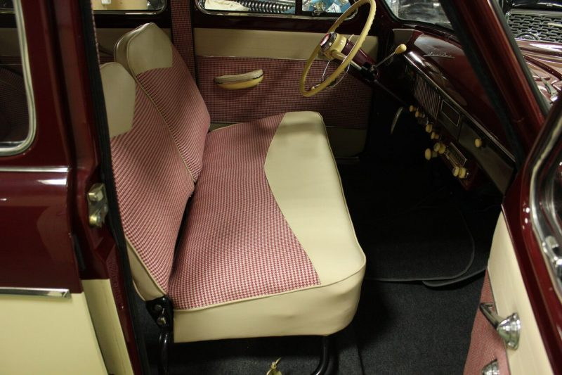 Moskvich-407 front sofa