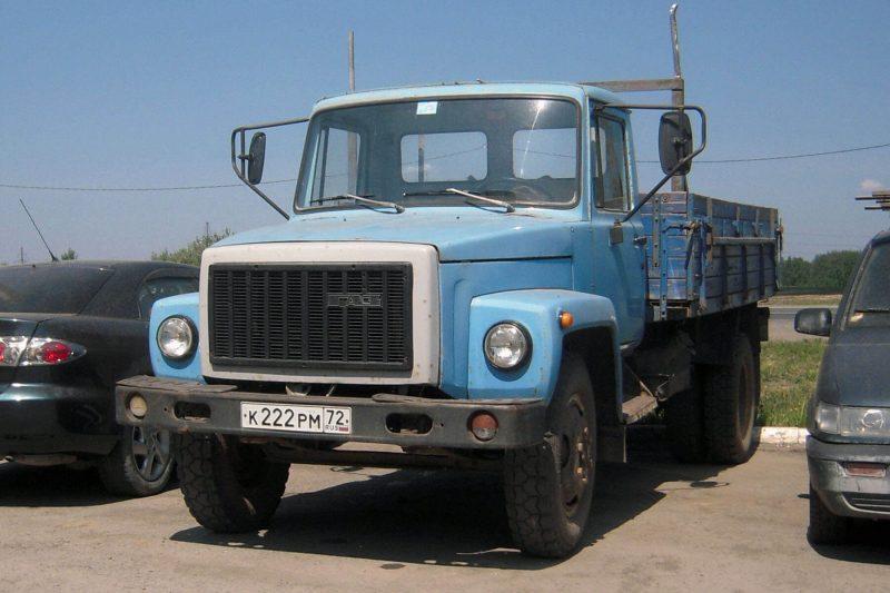 GAZ-3307 front view