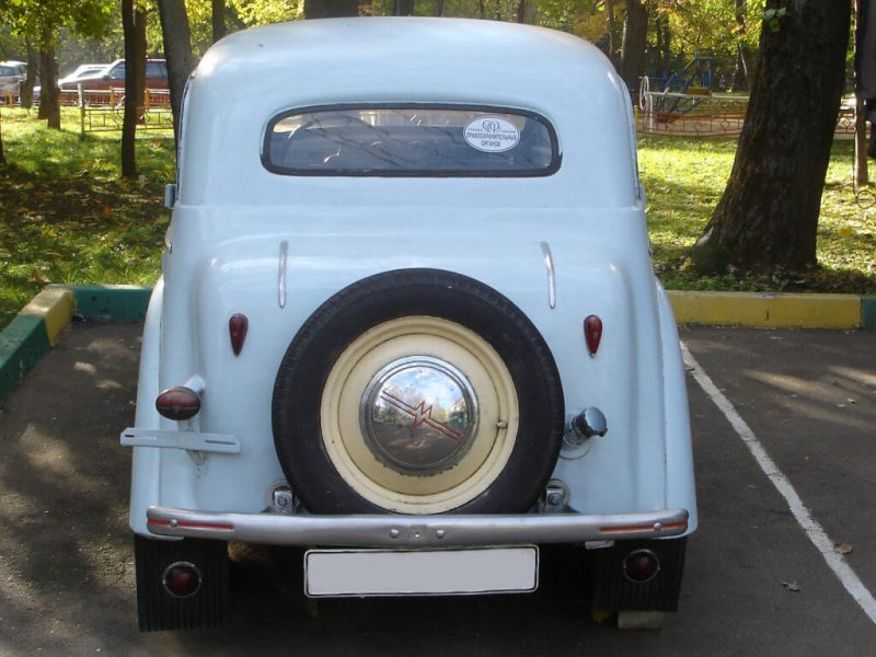Back view of Moskvich-400