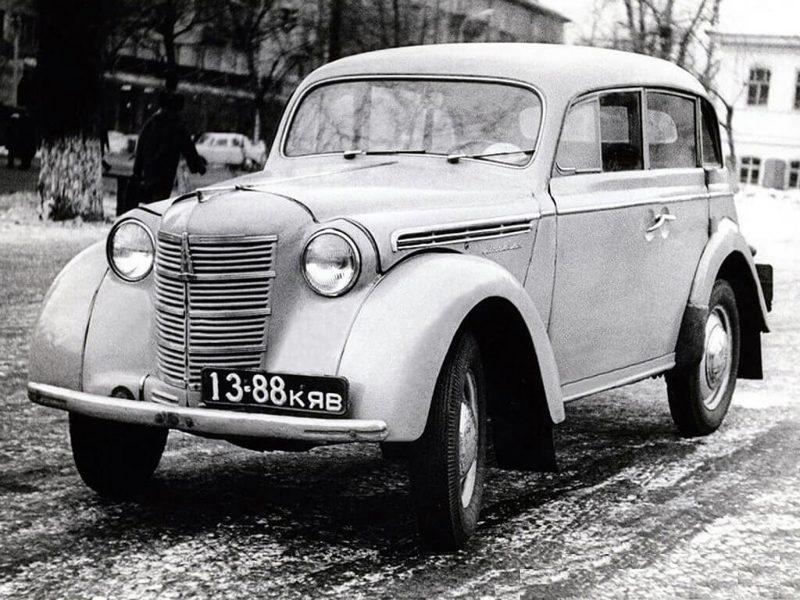 Photo of the Moskvich-400 sedan