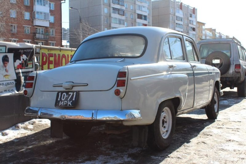 Back view of Moskvich-403IE