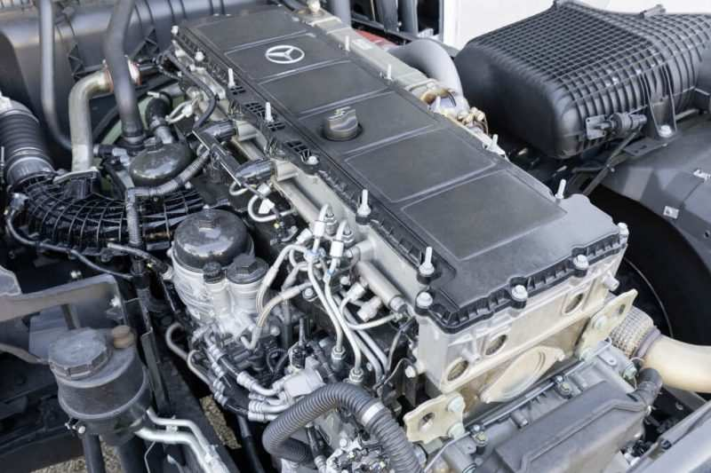 Photo of the Mercedes Benz Actros engine