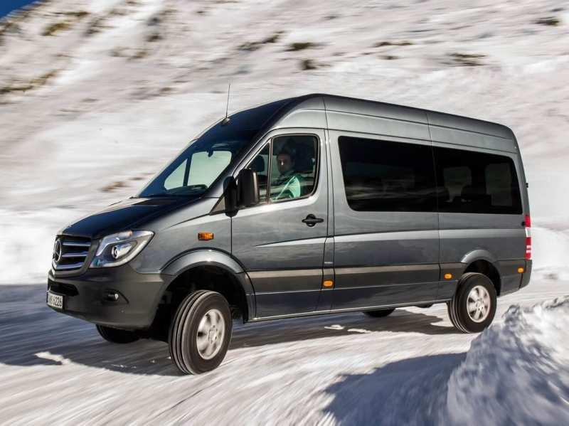 New Mercedes-Benz Sprinter minibus