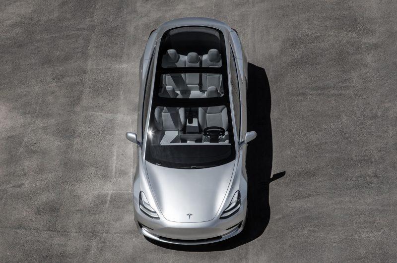 Tesla Model 3 panoramic roof