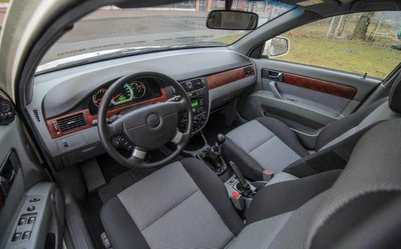 Daewoo Gentra interior