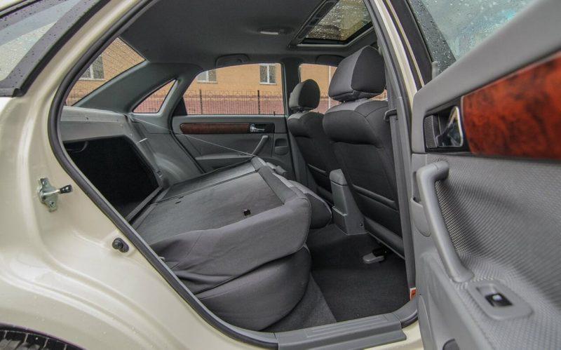 Daewoo Gentra rear seats