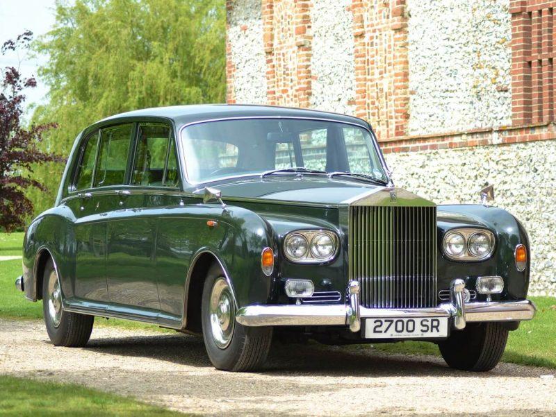 Front view of Rolls-Royce Phantom VI