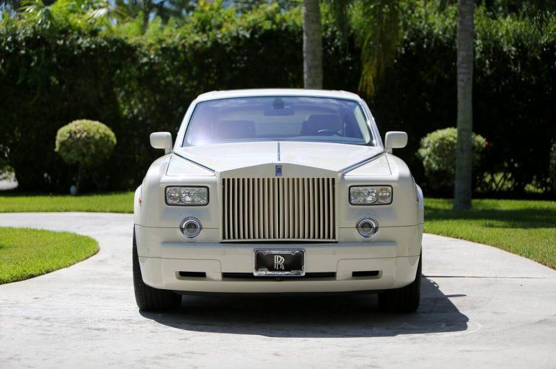 Front view Rolls-Royce Phantom VII