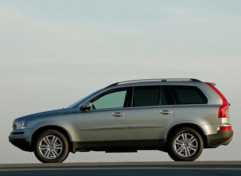 Side view of Volvo XC90 2006