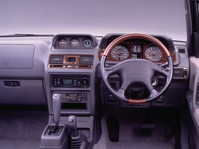 Mitsubishi Pajero 2