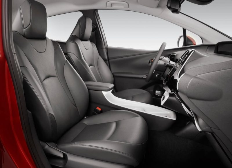 Toyota Prius IV front seats