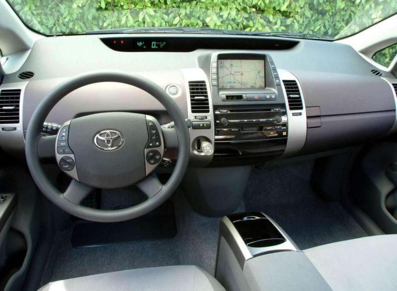 Toyota Prius II interior