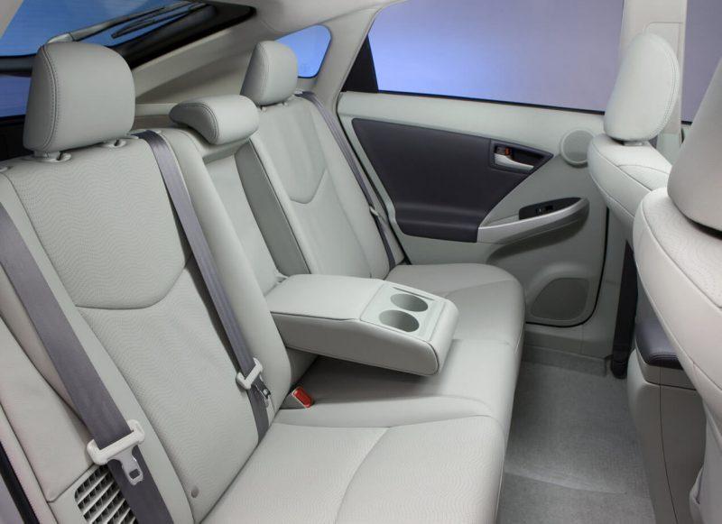 Toyota Prius III rear sofa