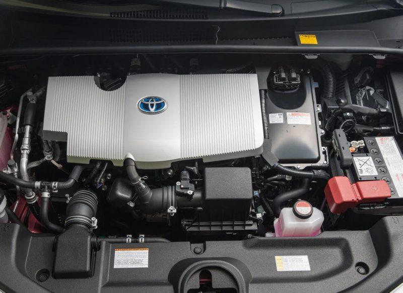 Toyota Prius IV engine