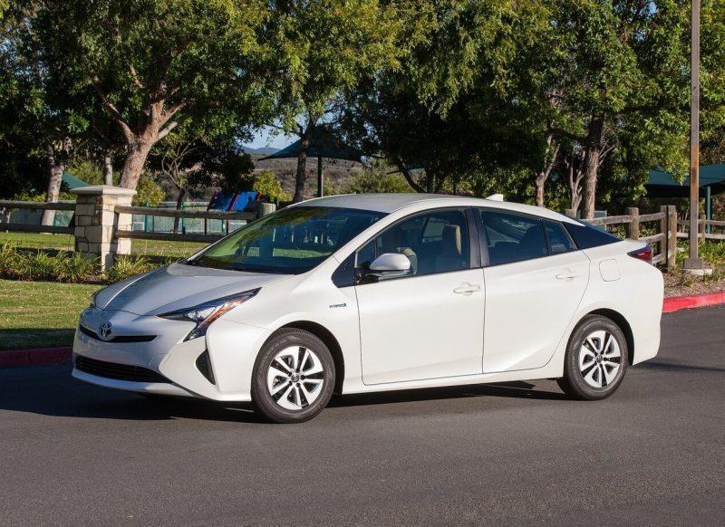 Toyota Prius IV photo