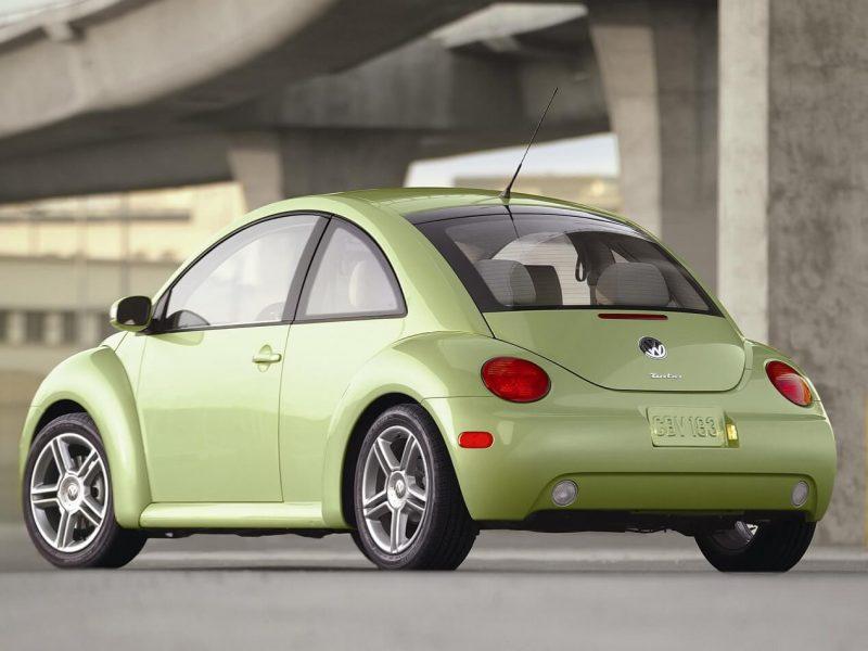Volkswagen New Beetle view from behind
