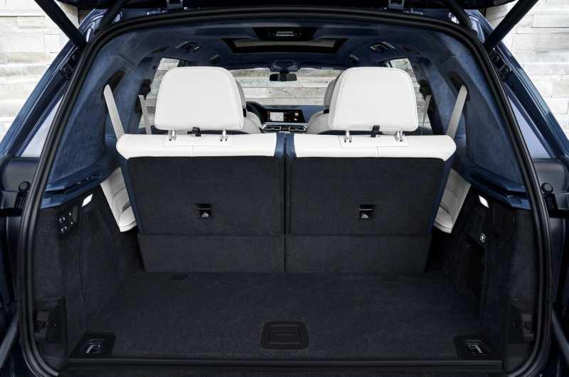 BMW X7 trunk