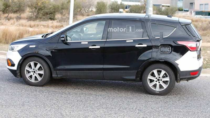 Side view of Ford Kuga