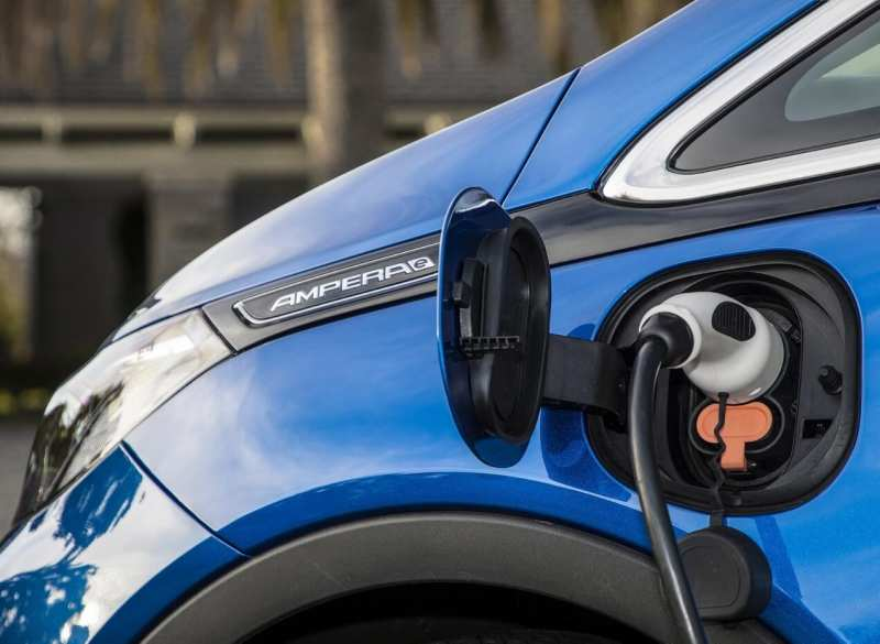 Charging Opel Ampera-e