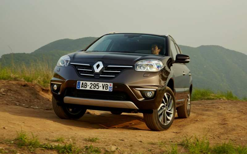 Front view of Renault Koleos 2014