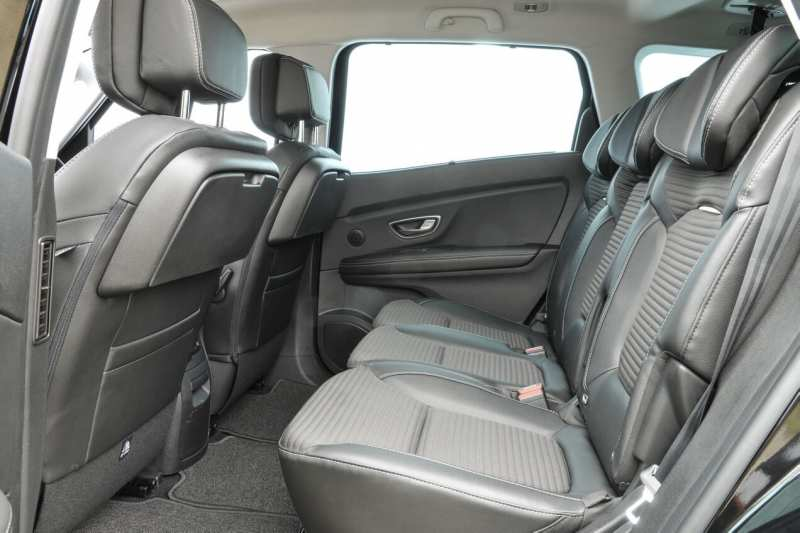 Second row of Renault Scenic IV