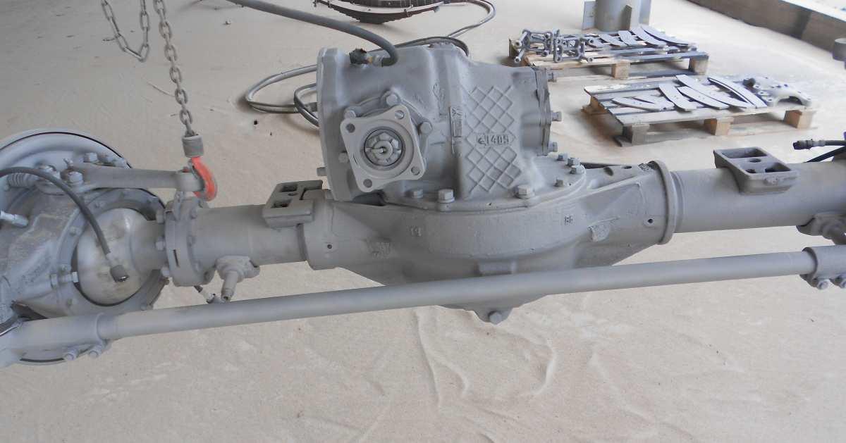 Обработка пескоструйным аппаратом моста автомобиля
