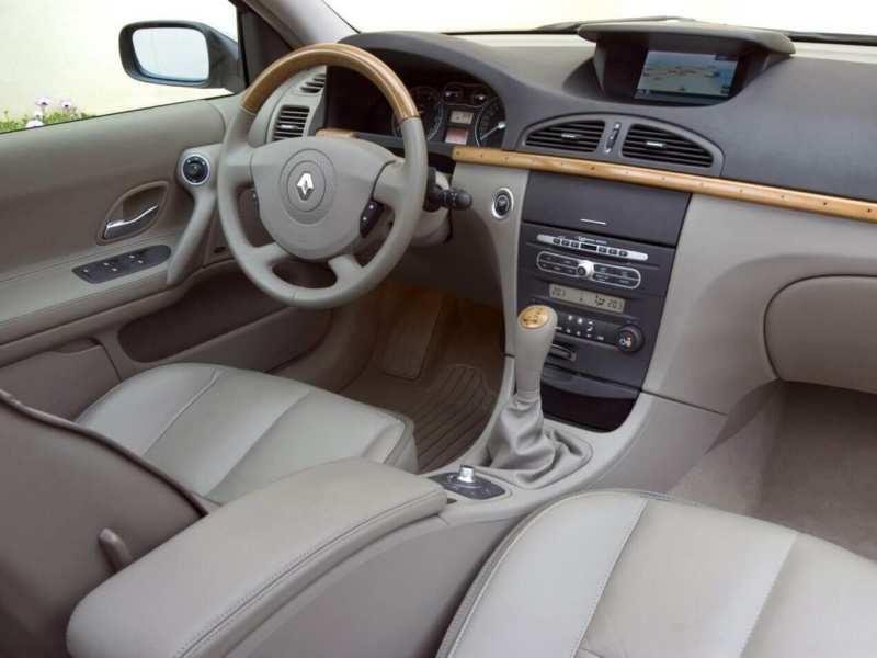 The interior of Renault Laguna 2